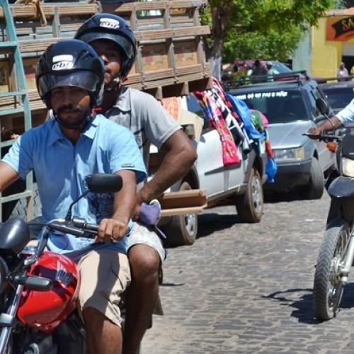 Polícia Militar inicia blitz educativa em Jaicós; parte da população já usa capacete