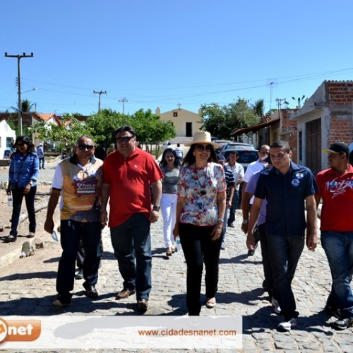 Deputada Margarete Coelho visita o povoado Várzea Queimada e ouve reivindicação da população sobre escassez de água e estrada