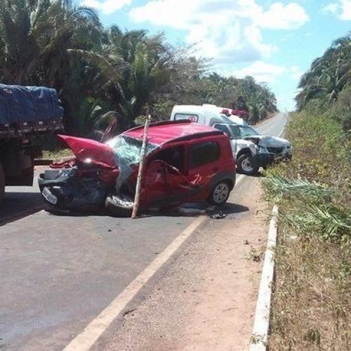Colisão de ambulância com veículo deixa duas pessoas feridas no interior do Piauí; fotos