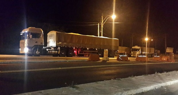 PRF Flagra 19 caminhões com excesso de peso em Marcolândia