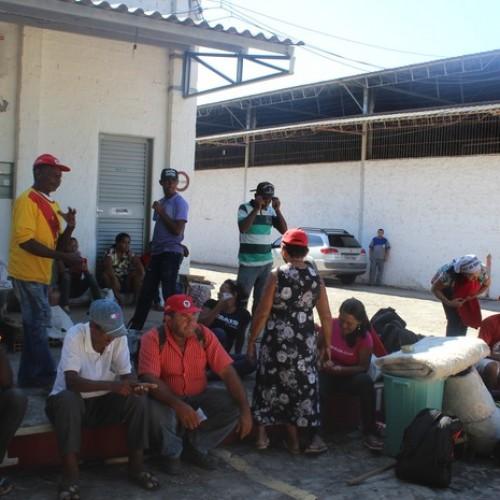 Cerca de 150 agricultores invadem Conab em protesto por falta de apoio