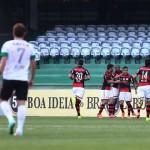 Flamengo marca gol, derrota Coritiba e sai do sufoco