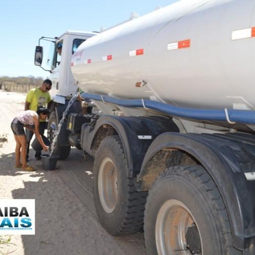 Prefeitura de Jaicós distribui água para a população da sede do município