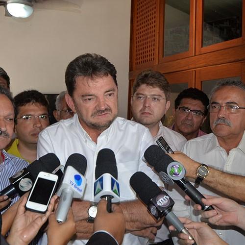 Wilson Martins vai à reunião que decidirá futuro da candidatura do PSB