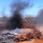 População faz barricada e ateia fogo em pneus em Santo Antonio de Lisboa