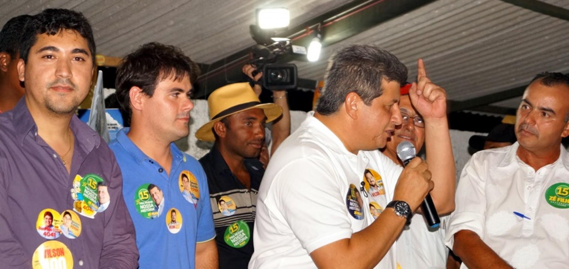 Governador Zé Filho faz campanha em Massapê do Piauí; veja fotos