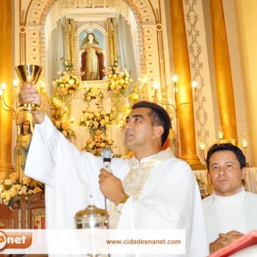Padre Gregório preside a terceira noite de novena dos festejos de Jaicós; veja fotos