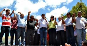 Wellington Dias visita a feira livre de Jaicós acompanhado de muitas lideranças; fotos