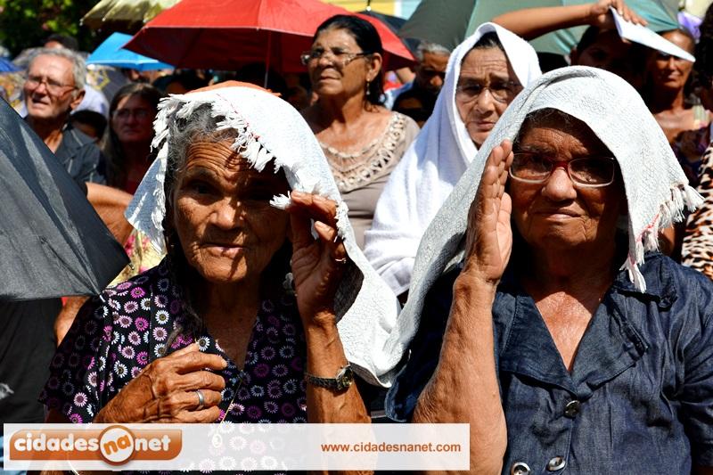 Multidão Participa Da Missa Solene E Procissão De Nossa