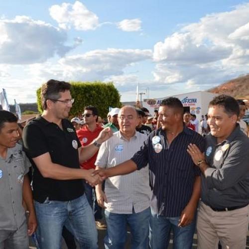 VERA MENDES | Júlio César e Pablo Santos participam de caminhada com o prefeito Milton