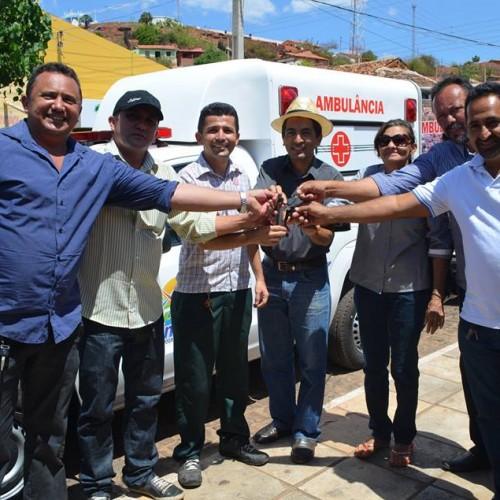 ITAINÓPOLIS | Dr. Paulo entrega nova ambulância à Secretaria de Saúde