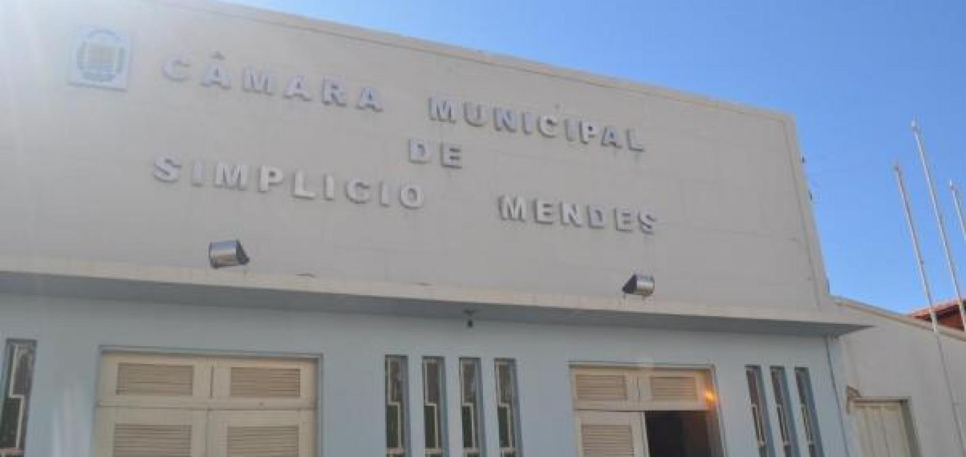 Secretário denuncia cobranças indevidas e prefeitura tem energia cortada