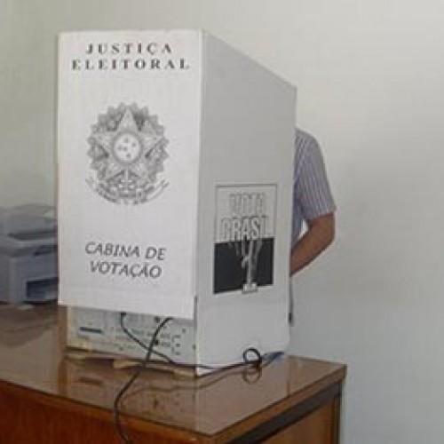 Eleitor não pode levar o celular para tirar foto da urna; veja as regras