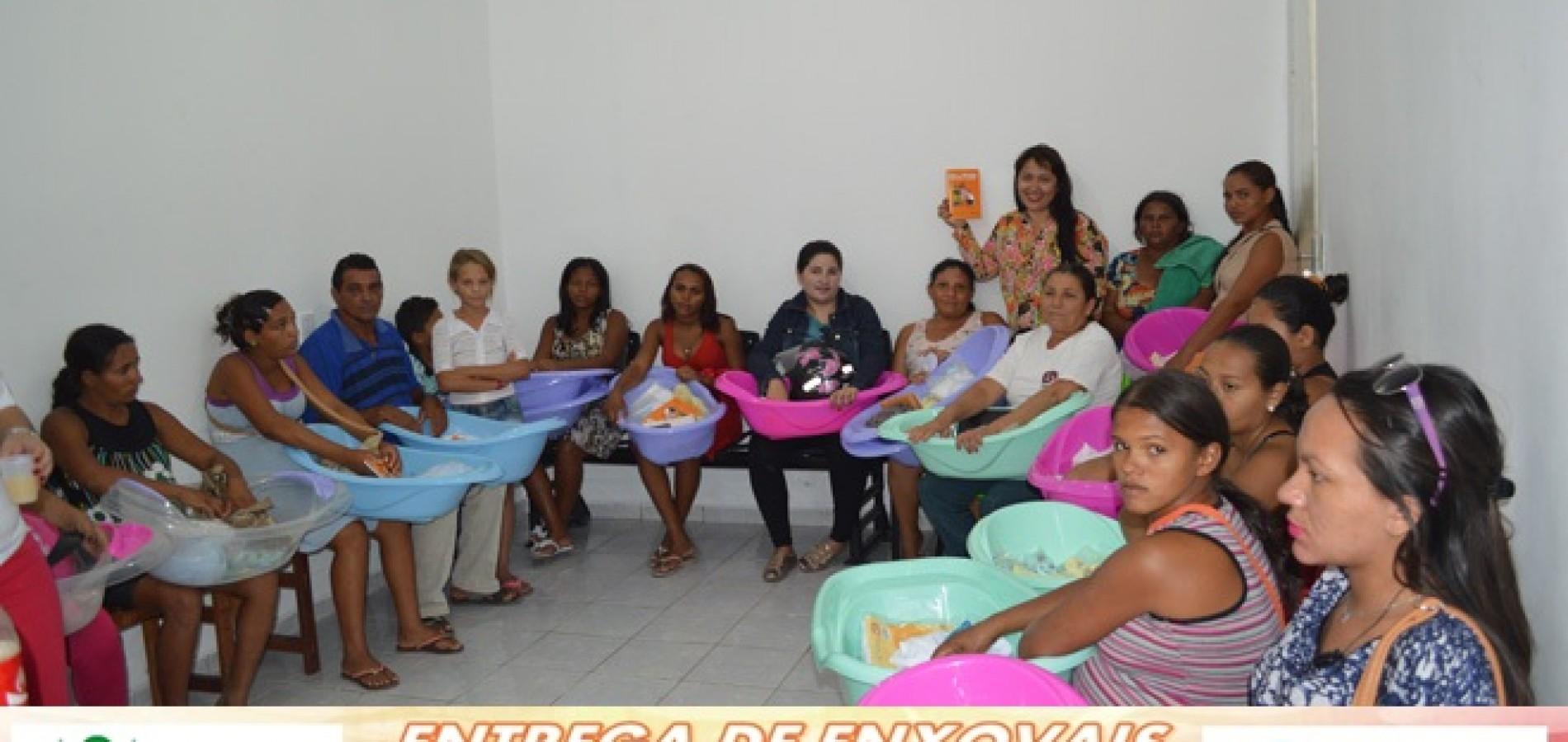 JAICÓS | Prefeita Waldelina Crisanto realiza entrega de enxovais para gestantes