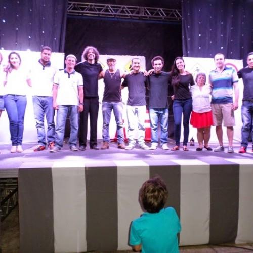 SIMÕES | Teatro e palestra conscientizam a população sobre educação no trânsito