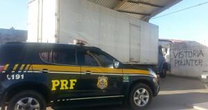 PRF apreende caminhão roubado com carga avaliada em R$ 100 mil