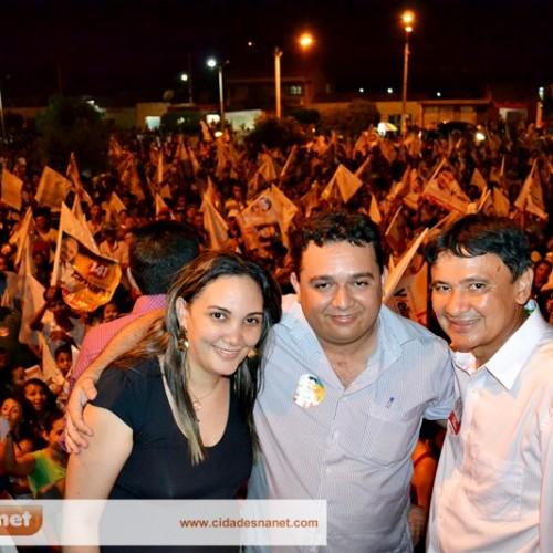 Wellington Dias é recepcionado por multidão e participa de comício em Caridade do Piauí; fotos