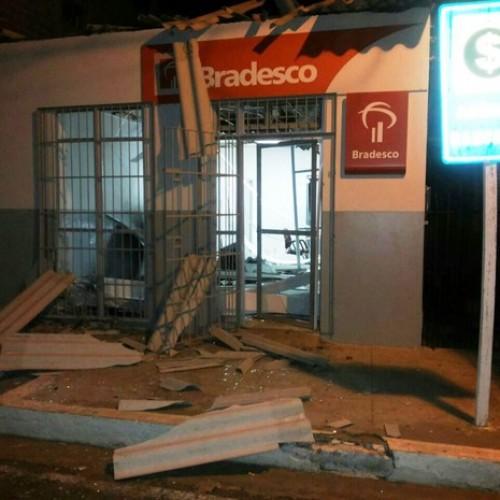 Bandidos explodem e assaltam mais uma agência bancária no interior do Piauí