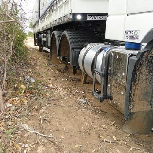 Mais uma carreta tem os pneus roubados em Vila Nova; veja imagens