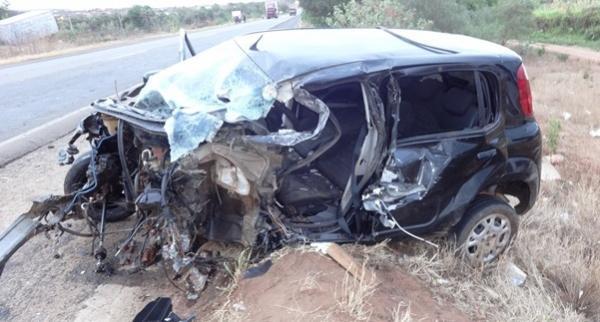 PICOS | Acidente deixa homem gravemente ferido; motor do carro foi arrancado. Veja fotos!