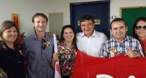 Chico Carvalho e Luiza participam de caminhada com Wellington Dias em Picos