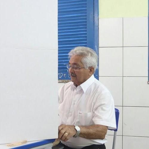 """Ao votar, Elmano comenta pesquisa eleitoral: """"Tudo é resultado do nosso trabalho no Piauí"""""""