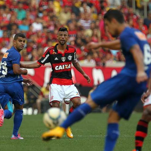 Flamengo vence líder Cruzeiro por 3 a 0 no Maracanã