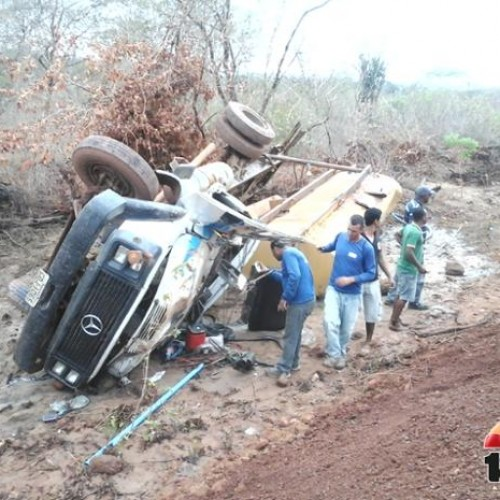 Motorista de Belém do Piauí morre em acidente com caminhão pipa; veja fotos