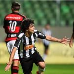Atlético-MG goleia o Flamengo e Botafogo perde mais uma