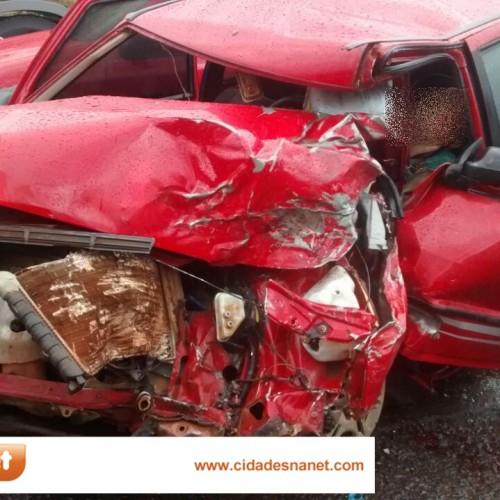 FRANCISCO MACEDO   Motorista morre e fica preso nas ferragens após colidir carro com caminhão na BR 316; veja fotos