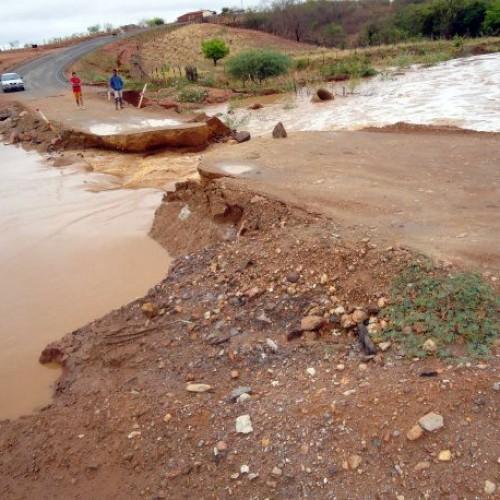 Estrada do Piauí rompida há dois anos segue sem obras ou solução