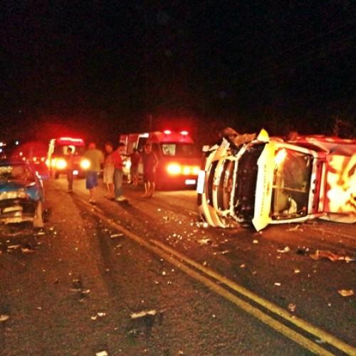 Acidente entre ambulância e carro deixa nove feridos em rodovia do Piauí; fotos