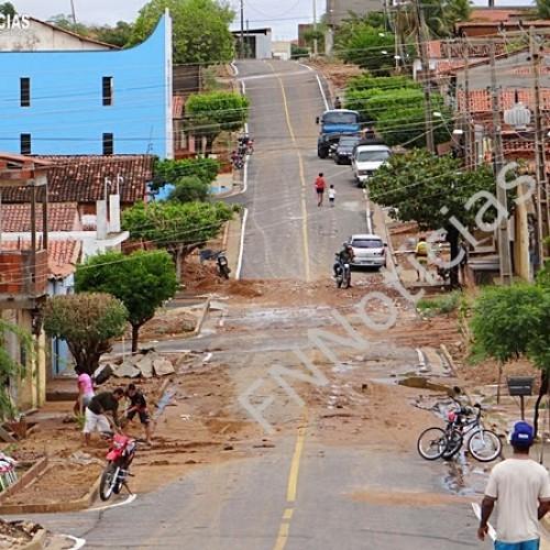 Chuva invade casas, expulsa moradores e deixa rastro de destruição em Paulistana; fotos