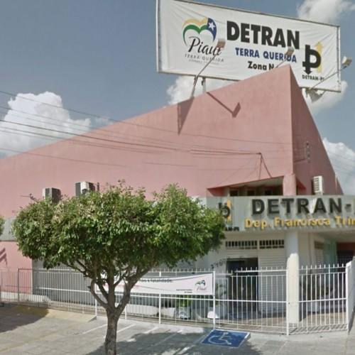 Gráfica do Detran atrasa emissão de CNH e usuários são prejudicados