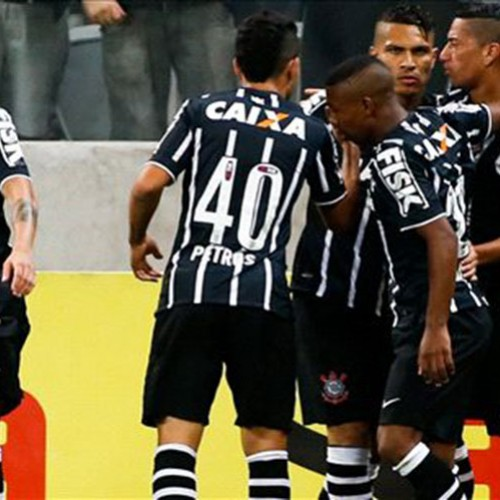 Guerrero decide contra o Santos e mantém Corinthians colado no G4