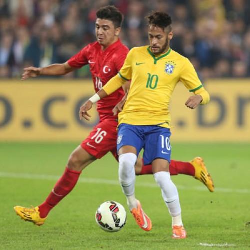 Neymar marca dois gols e Brasil vence a Turquia por 4 a 0