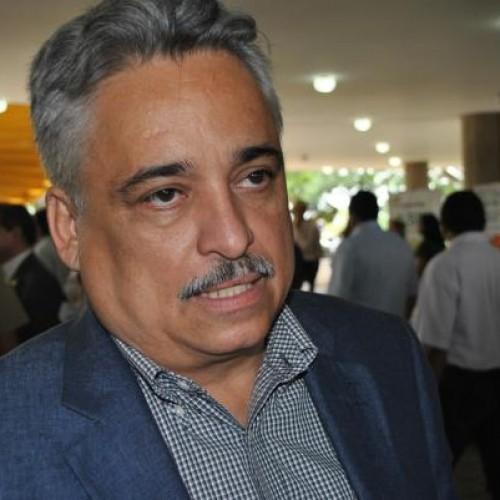 """Robert Rios faz duras críticas ao Padre Walmir, """"Não serve mais nem para servir hóstia"""", diz"""