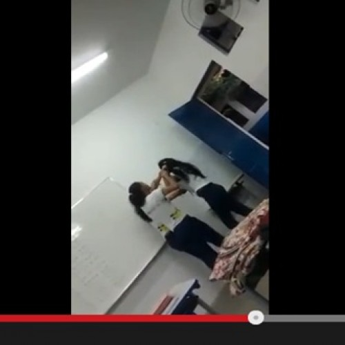 Vídeo mostra alunas brigando em sala de aula com estilete