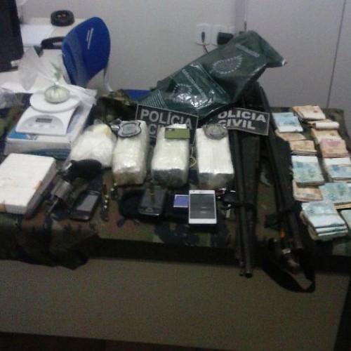 PICOS   Polícia prende homens acusados de tráfico de drogas e apreende mais de R$ 20 mil