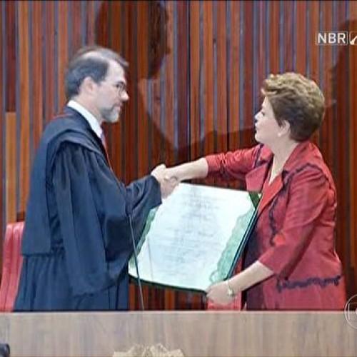 Dilma e Temer recebem no TSE diploma que oficializa reeleição