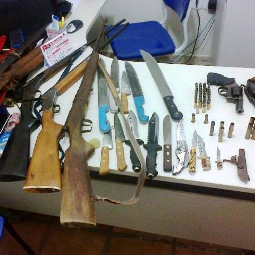 Homem é preso com arsenal de armas na zona rural de Santa Cruz do Piauí