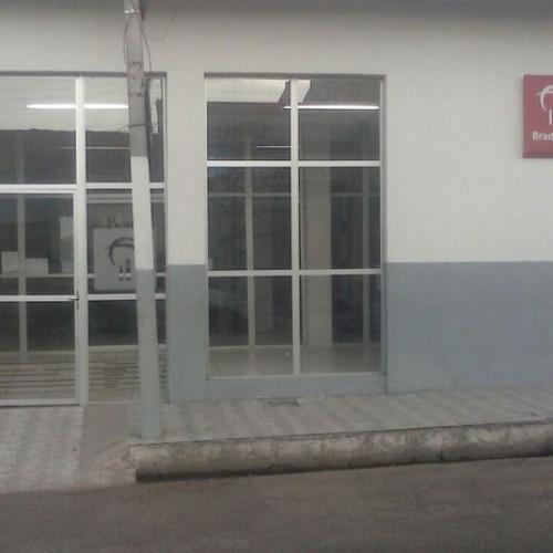 Quadrilha rende vigilantes e clientes e assalta agência bancária no Piauí
