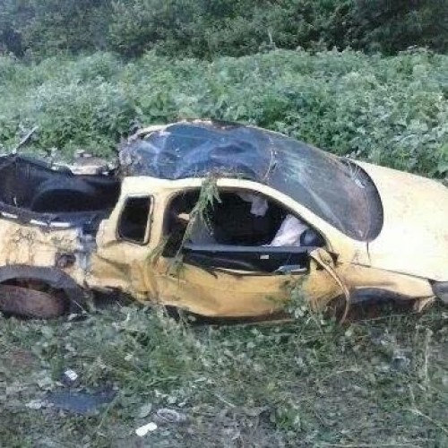 Carro capota com 7 pessoas e mata irmãs no Piauí