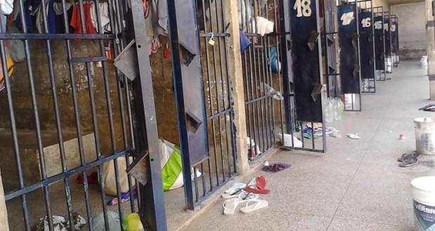 Membro de facção criminosa e mais 14 detentos fogem pulando o muro de Casa de Custódia do Piauí