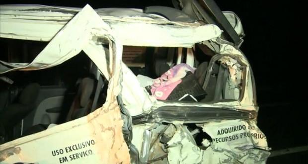 Colisão entre três veículos deixa duas pessoas mortas na BR 316