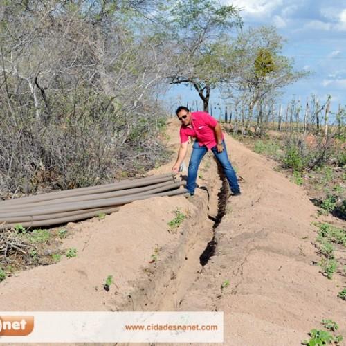 PATOS   Prefeito trabalha para abastecer famílias da zona rural com água nas residências