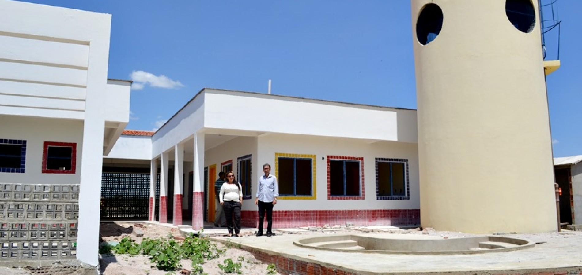 Prefeita Waldelina visita obras em andamento no município de Jaicós
