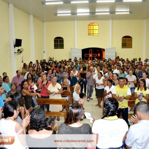 Católicos celebram a missa solene do santo padroeiro de Vera Mendes; veja fotos