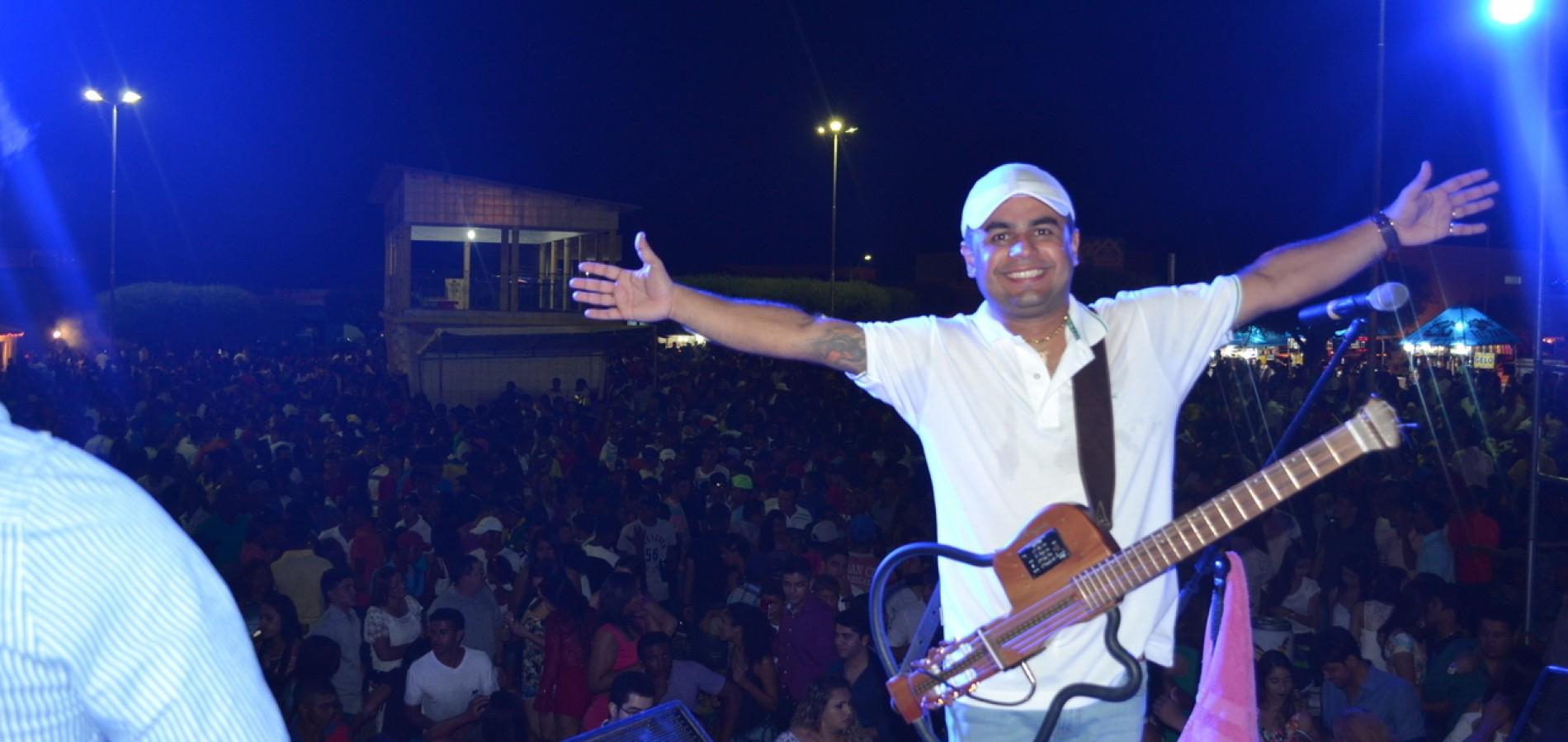 SIMÕES | Fotos da 'Festa de Virada' com Lamarck, Iara Pâmela e Dácio Moraes