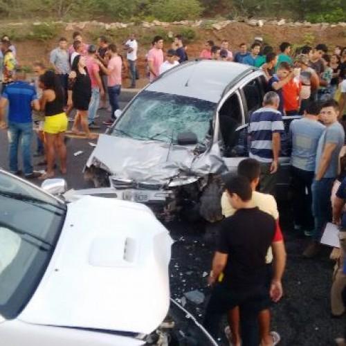 Jovem morre e quatro ficam feridos em acidente ao voltar de festa em Campo Grande do Piauí